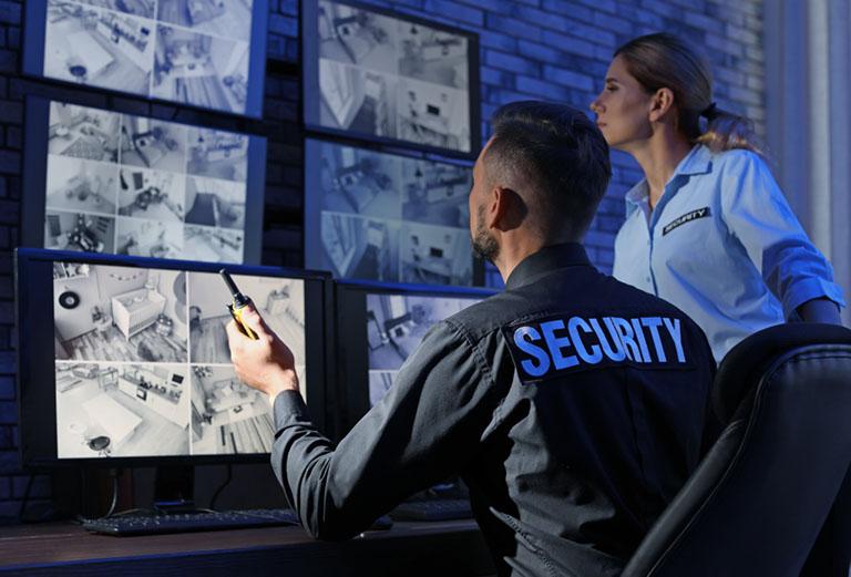 Security überwacht mit Videoüberwachung
