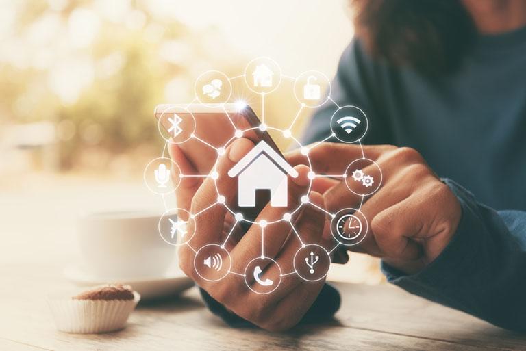 Haus mit unterschiedlichen Icons steht für Smart Home und Sicherheitstechnik