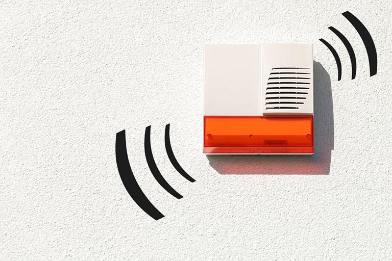 Alarmanlage an der Hauswand erhältlich bei Benz-Alarm in Stuttgart und Ludwigsburg