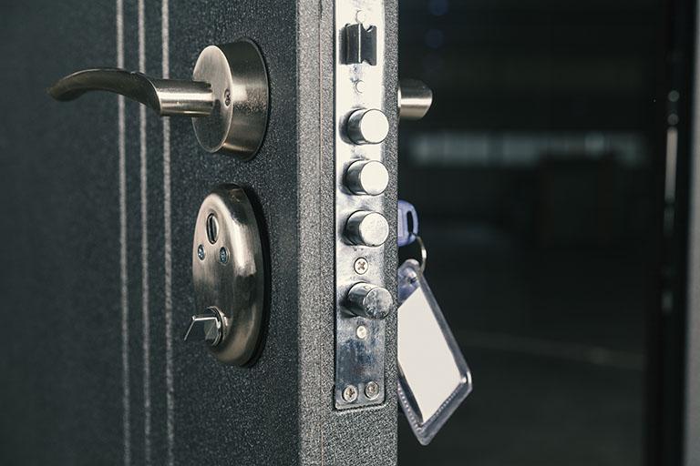 Mechanische Sicherheitstechnik für die Türe - Schließzylinder erhältlich bei Benz-Alarm in Stuttgart und Ludwigsburg