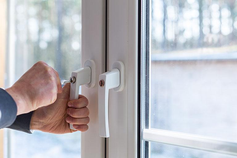 Sicherheitstechnik mittels abschließbarem Fenster - bei Benz-Alarm in Stuttgart und Ludwigsburg